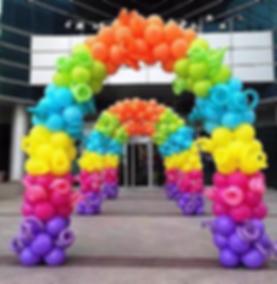 арка из воздушных шаров разноцветная том