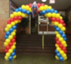 трехцветная арка из воздушных шаров зака
