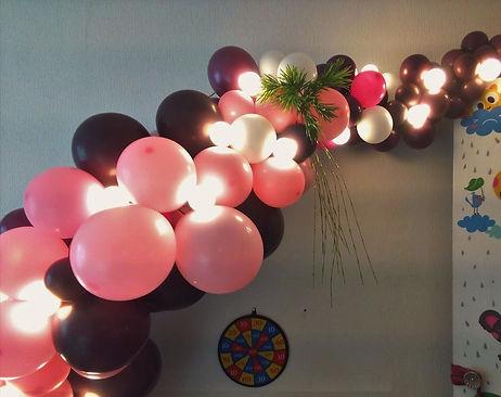 Гирлянда из разнокалиберных шаров на  свадьбу томк