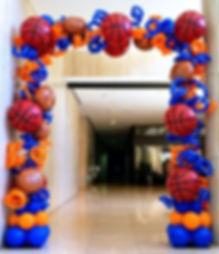 Баскетбольная арка из воздушных шаров то
