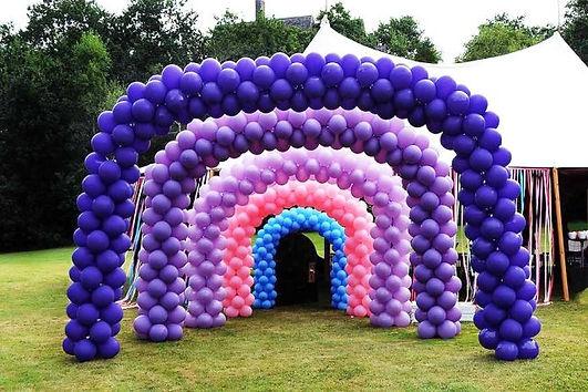Одноцветная арка из воздушных шаров.jpg