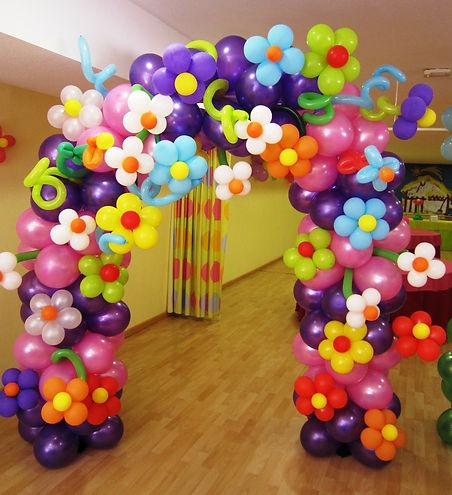 Фантазийная арка из воздушных шаров на д