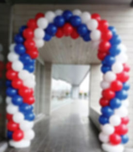 арка триколор из воздушных шаров заказат