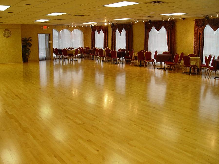 Bravo Dance Studio ballroom in Louisville Kentucky. Wedding Dance First Dance lessons and instruction.