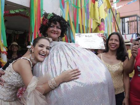 #100teteMásReina : La Reina del Carnaval reconoce a mujeres gestoras de la festividad.