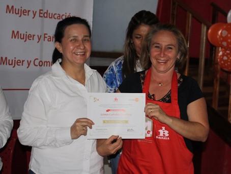 100 mujeres en Valledupar se certifican como tenderas