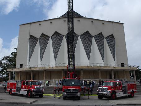 Alcaldía de Barranquilla hace entrega 3 carros al Cuerpo de Bomberos