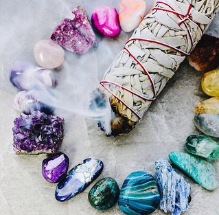 CRYSTALS 101: HOW DO THEY WORK? WHICH ONES TO GET? HOW TO CLEANSE & ACTIVATE THEM