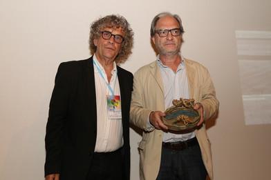 Premiado CAMARA OSCURA.Arg 2017, Javier Miquelez, entrega Dir Fernando Goldsman.jpeg