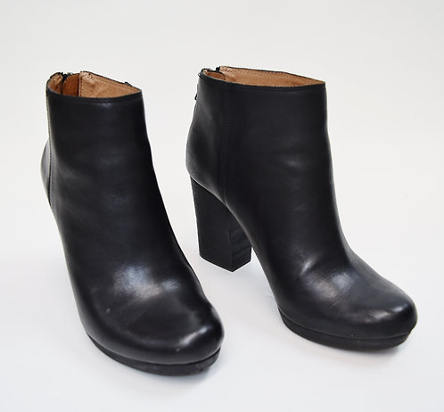 Madewell Black Leather Booties Size 7
