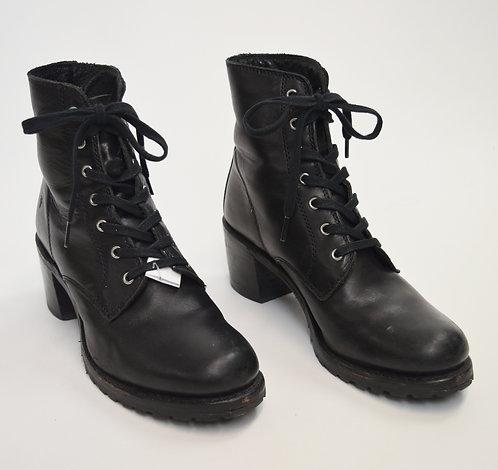 Frye Black Leather Heeled Booties Size 9