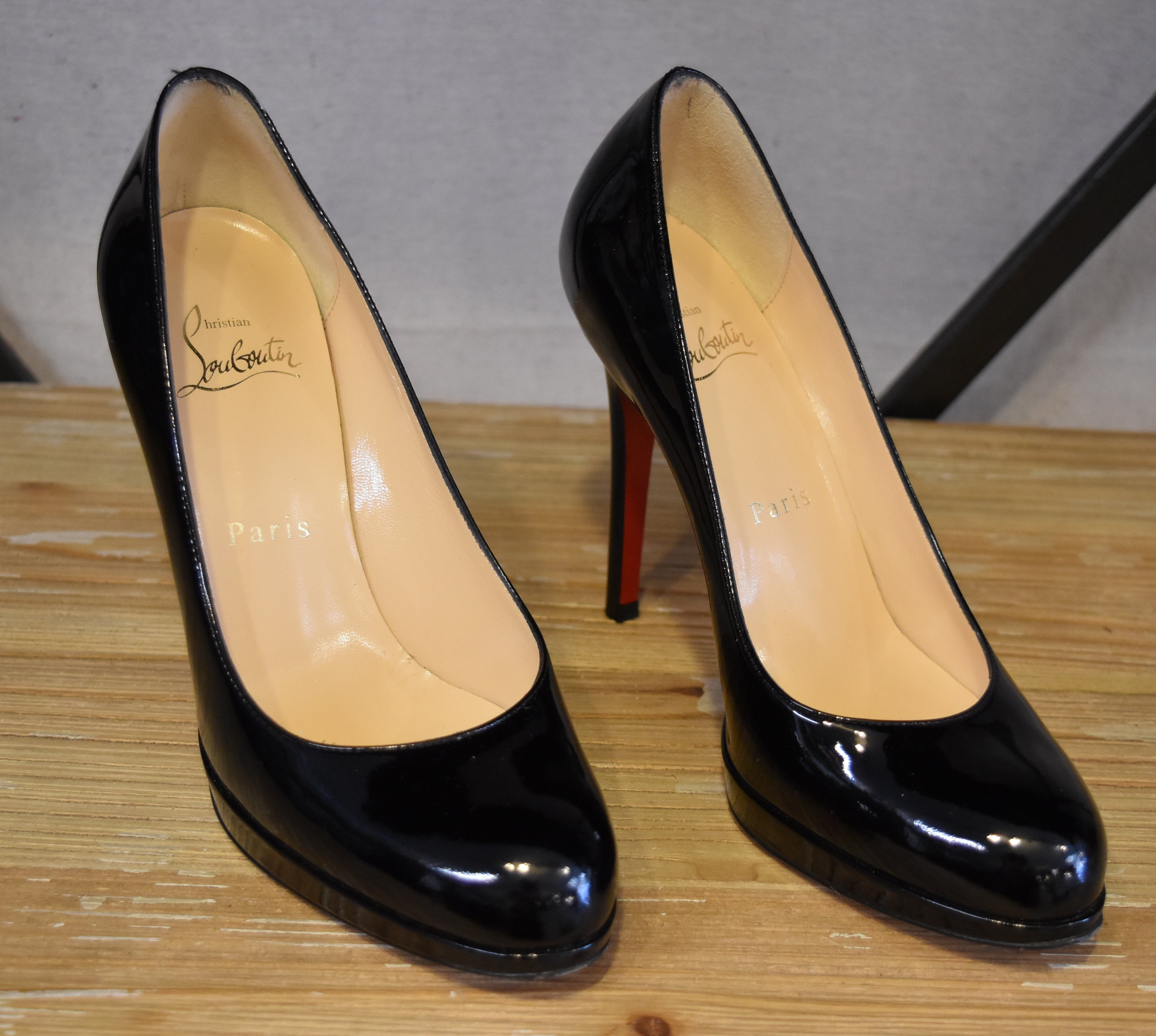 save off b5f9f 8864e Christian Louboutin Black Patent Leather Heels Size 6