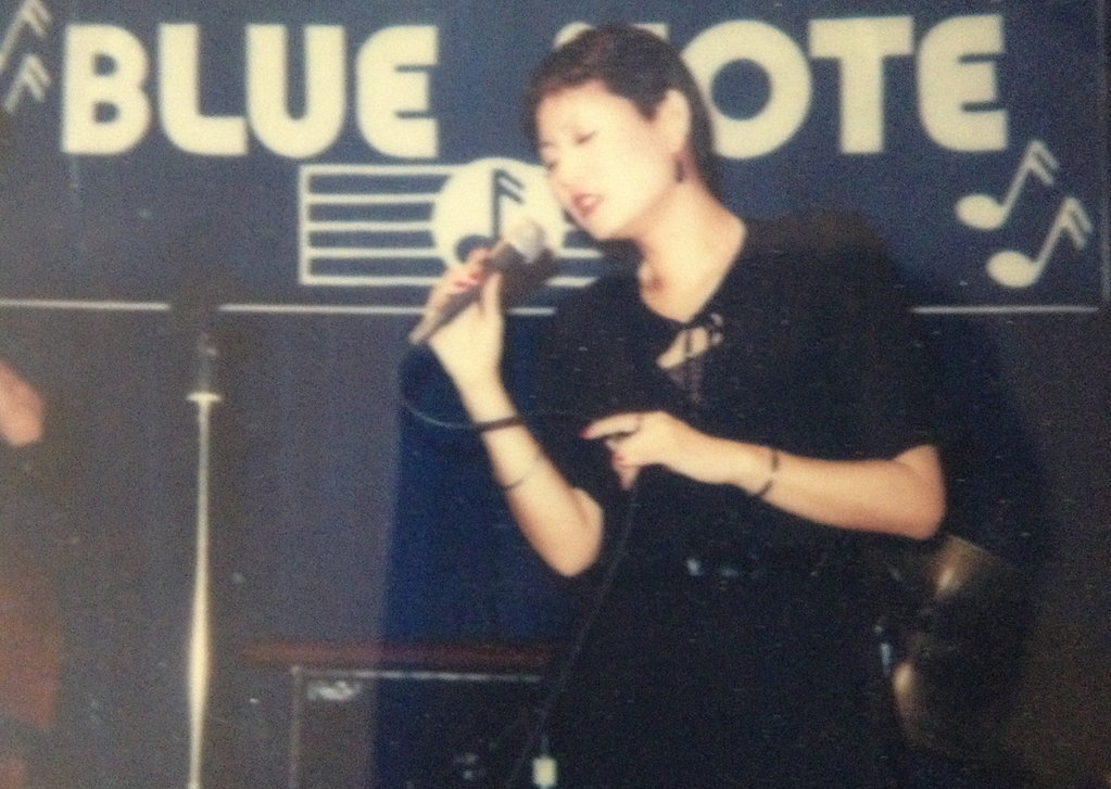 Amber singing at the Blue Note Jazz club NYC
