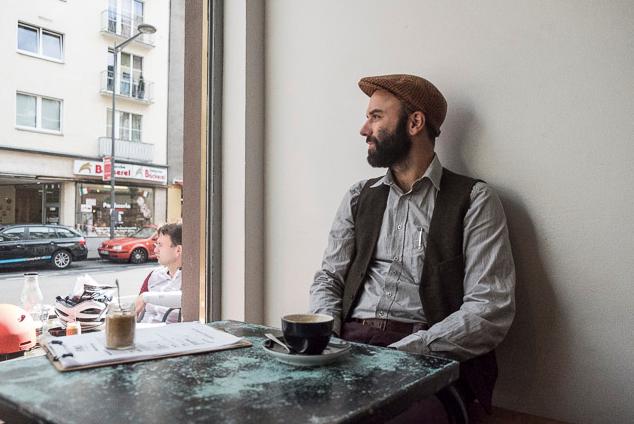 Bastian Schneider bei ERNST Kaffeeröster