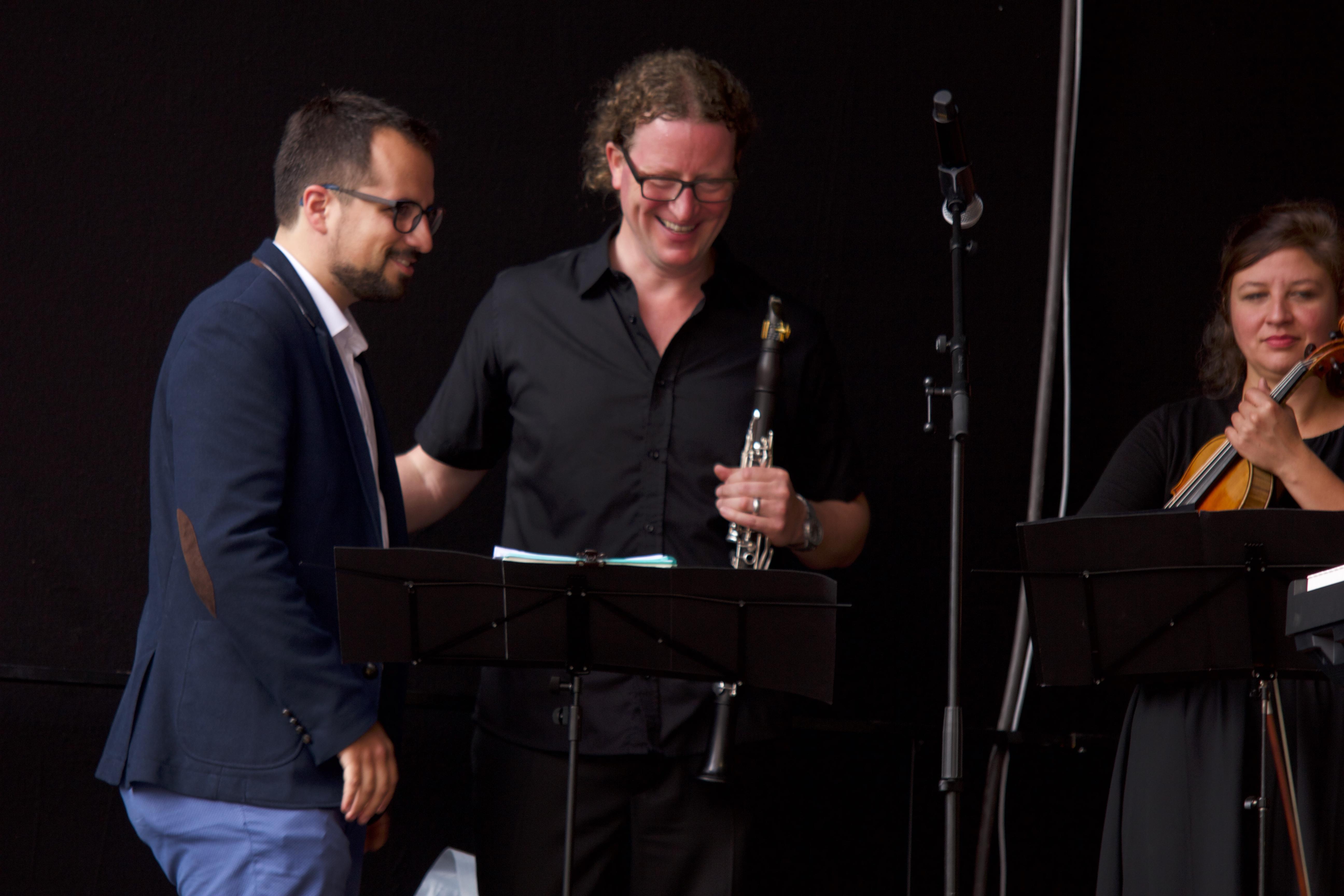 Daniel Pérez und die Musiker