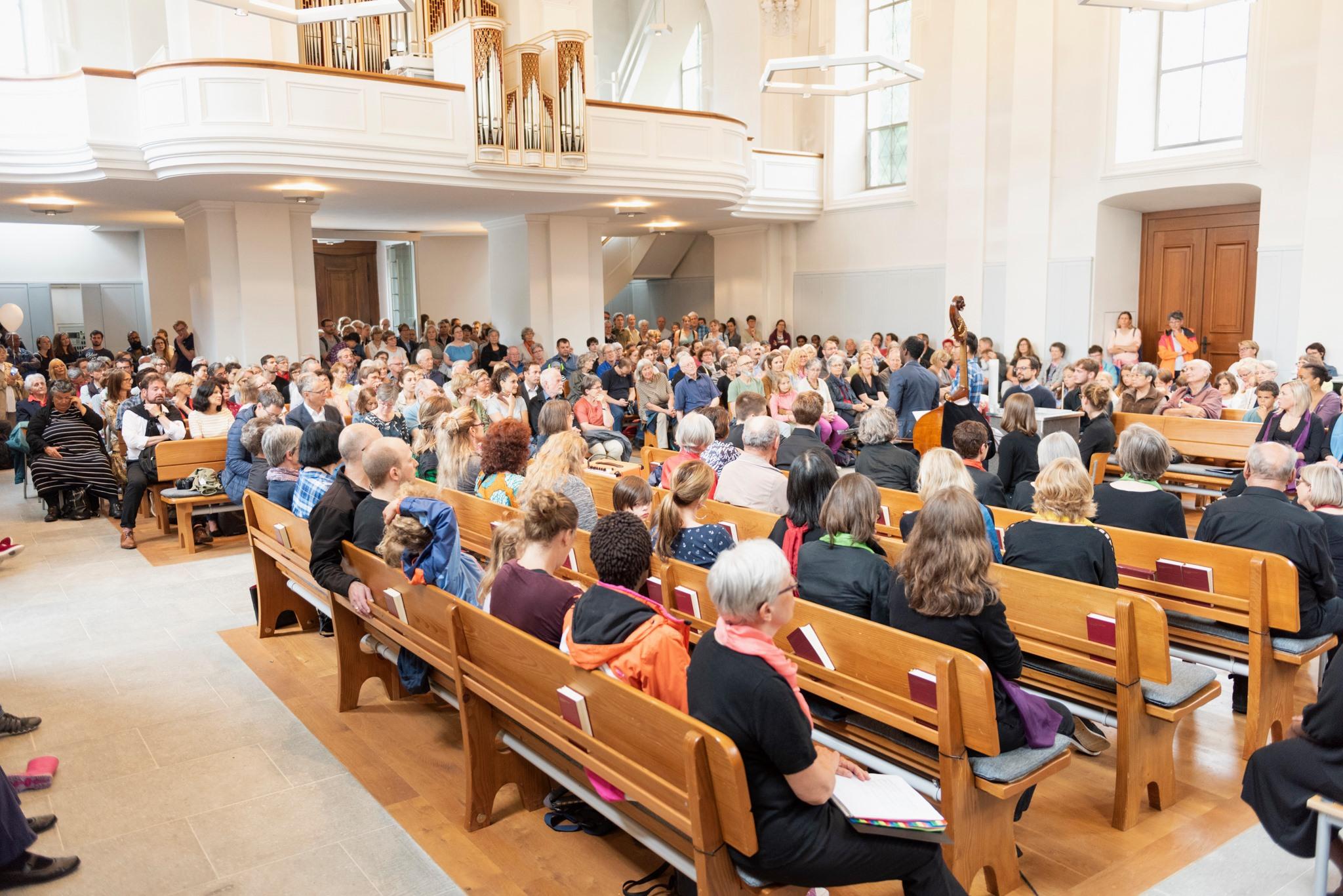 Volle Kirche_Werner Rolli