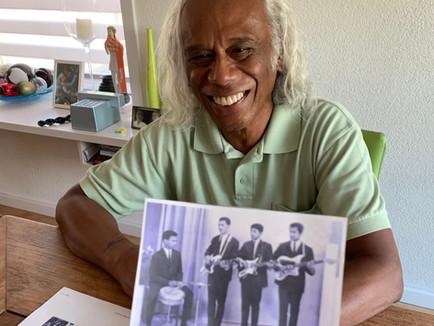 Thijs Rugebregt (74) bewaart een plakboek van zijn jeugdband