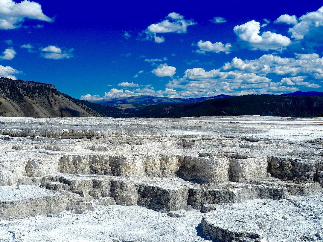 Mammoth Hot Springs.jpeg