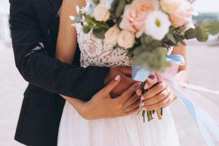 wedding-couple-on-their-wedding-day_1303