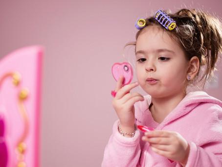 Criança pode utilizar maquiagem?