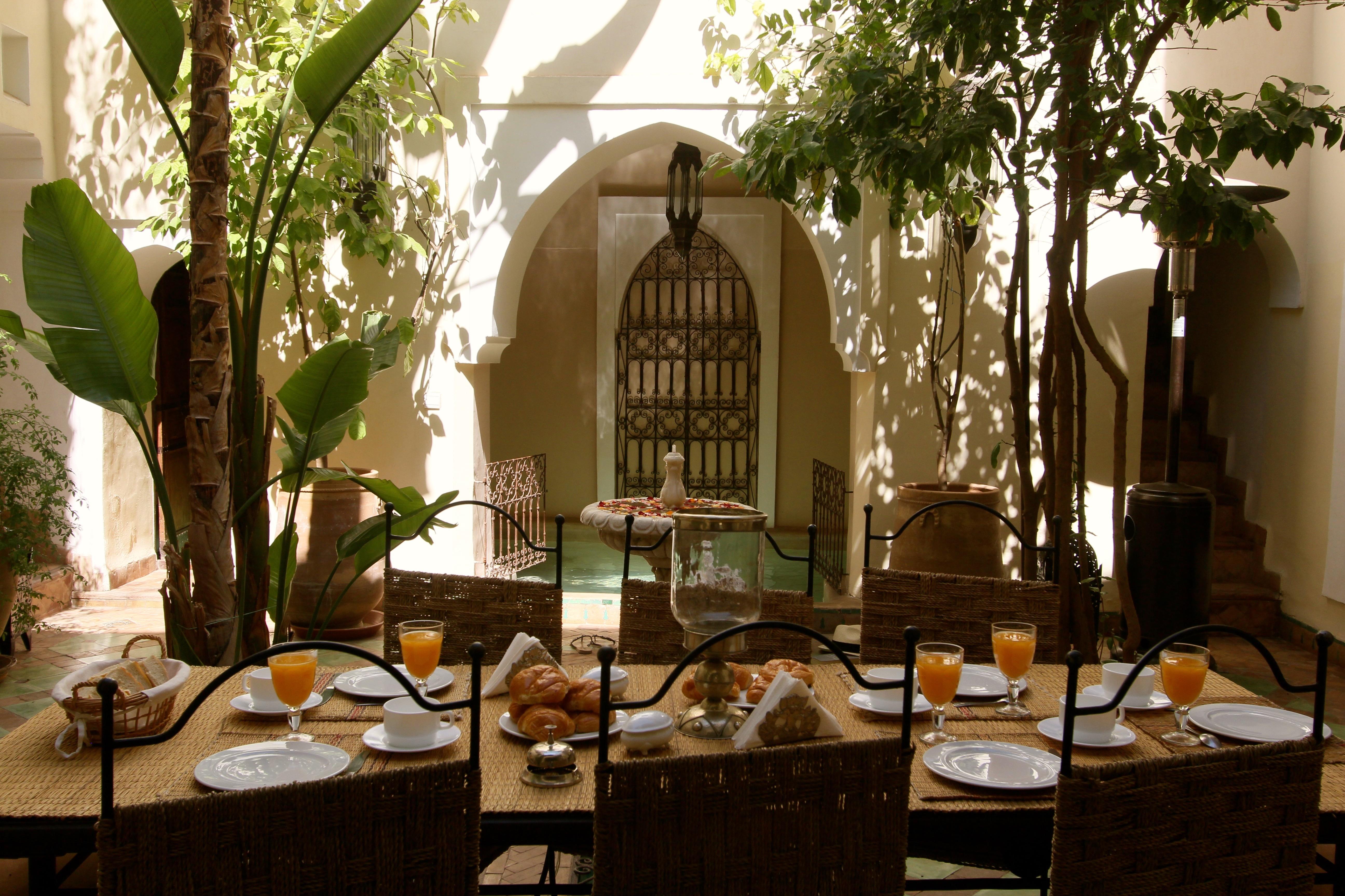 Déjeuner Patio avec vue piscine