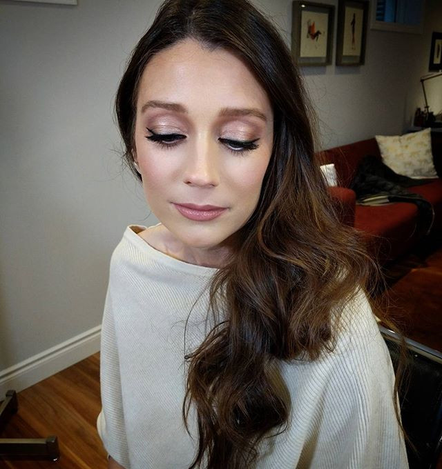 Glamour makeup for bride