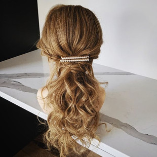 I love hairstyles that have an undone te