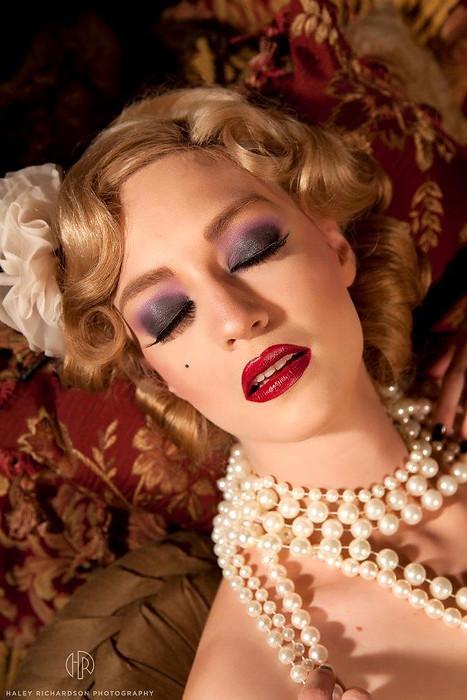 Boudoir makeup
