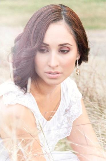 Pretty bridal makeup look