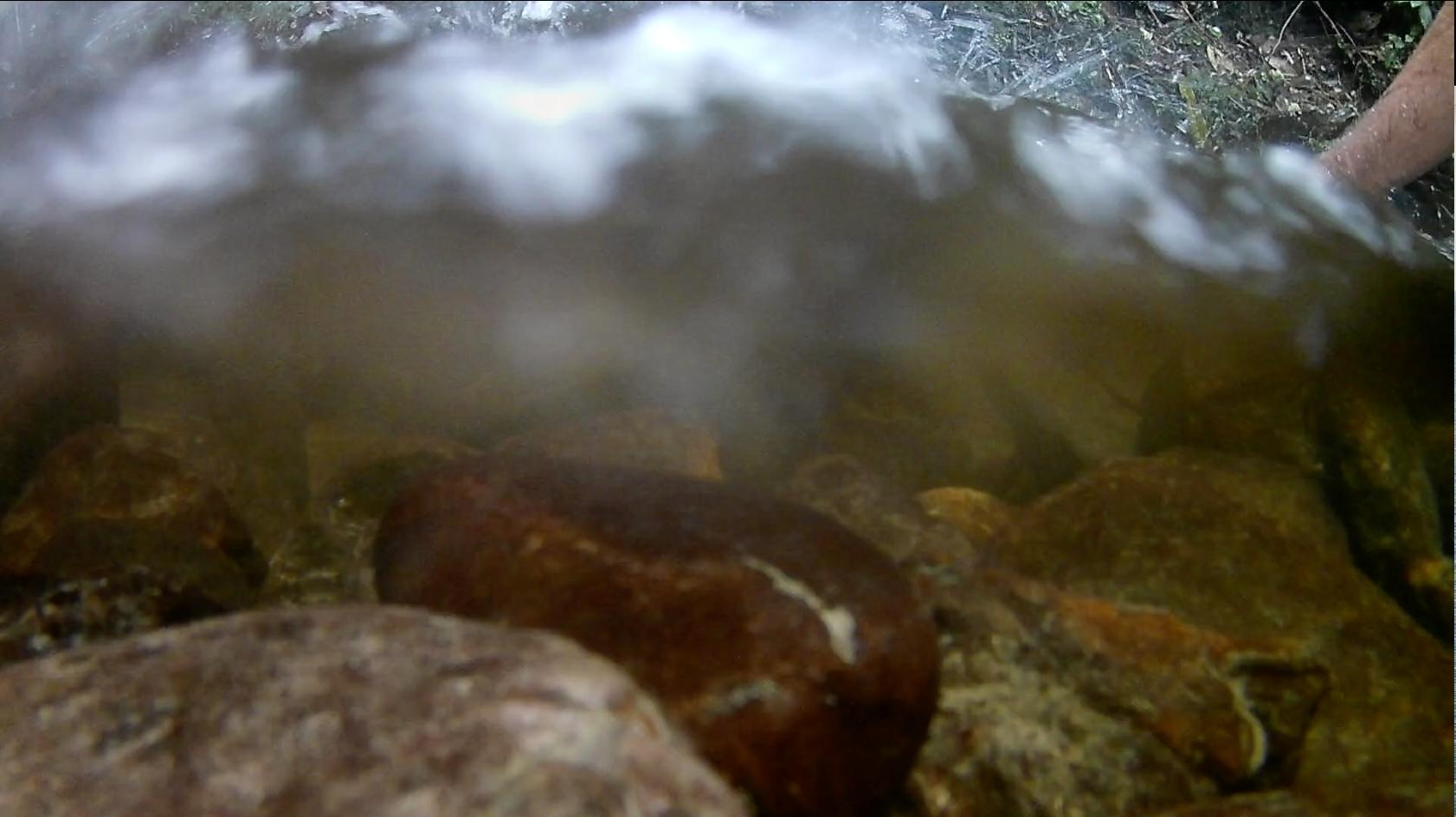 agua pura y transparente