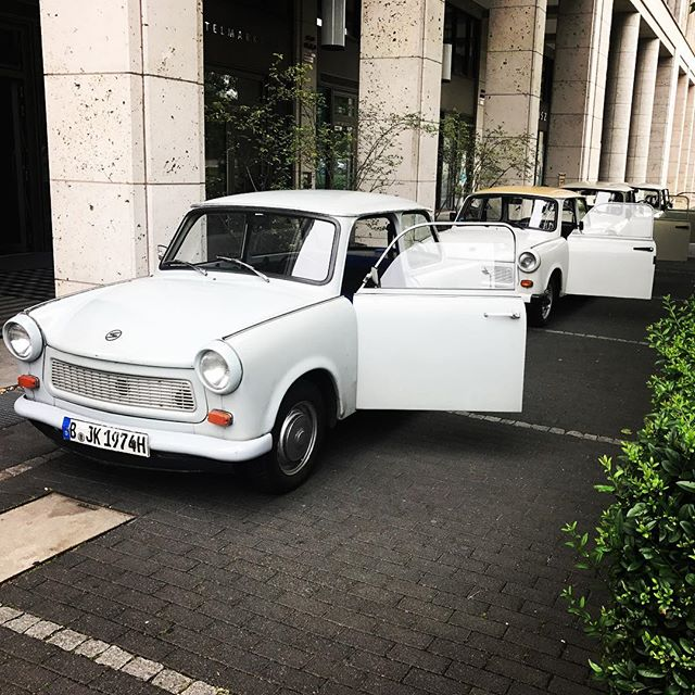 3... 2... 1... Tour! #trabant #trabantberlin #berlintour #trabant601 #berlin _cosmo_hotel_berlin Boo