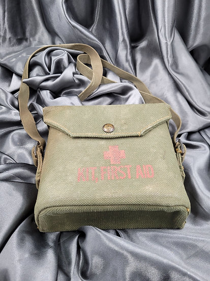WWII CANADIAN FIRST AID KIT POUCH