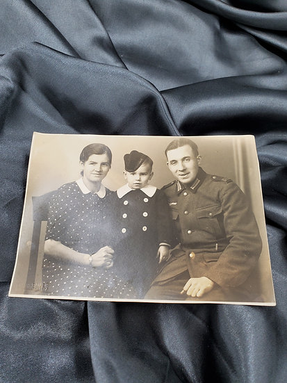 WWII GERMAN FAMILY PHOTO