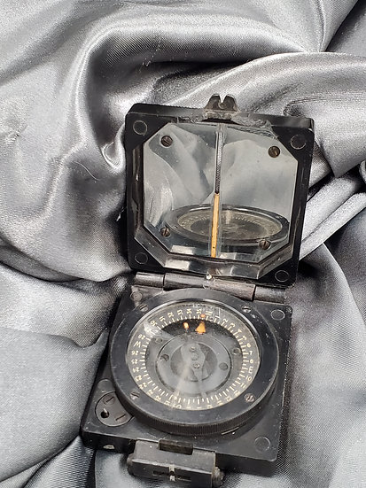 WWII BRITISH MARCHING COMPASS