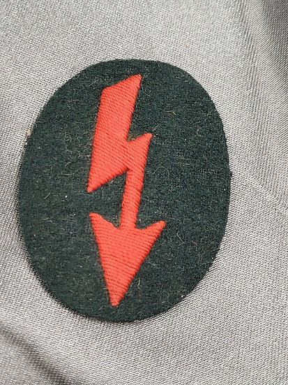 WWII GERMAN ARTILLERY SIGNALS TRADE BADGE