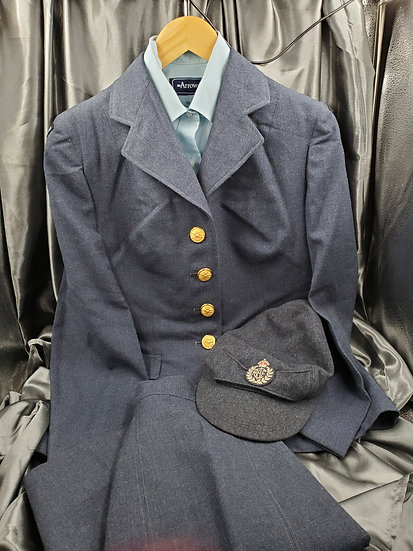 POST WWII CANADIAN RCAF WOMEN UNIFORM