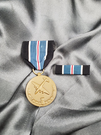 WWII ERA BERLIN AIRLIFT MEDAL