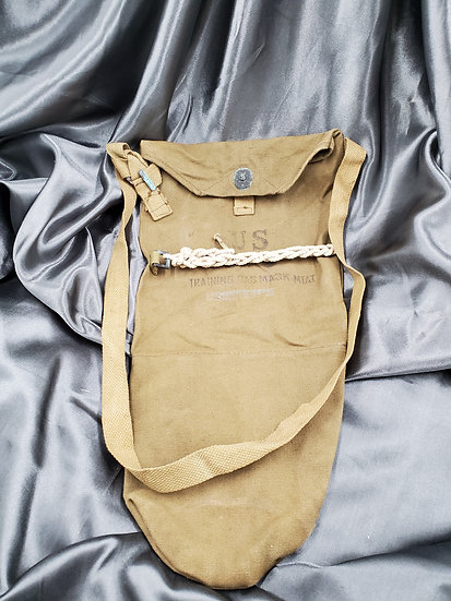 WWII US TRAINING GAS MASK BAG (AIRBORNE)