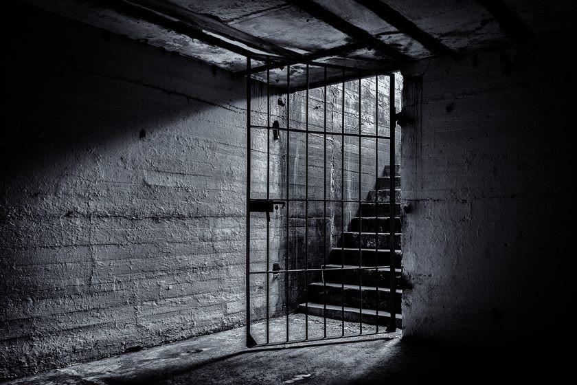 contos, conto literário, literatura brasileira, cárcere, cárcere privado, prisão, calabouço, bloqueio criativo, texto, escrita, escritor, escritora, liberdade, criatividade