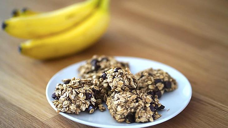 Oatmeal Banana Chocolate Chip Cookies (Vegan, Dairy Free, 4 Ingredients)