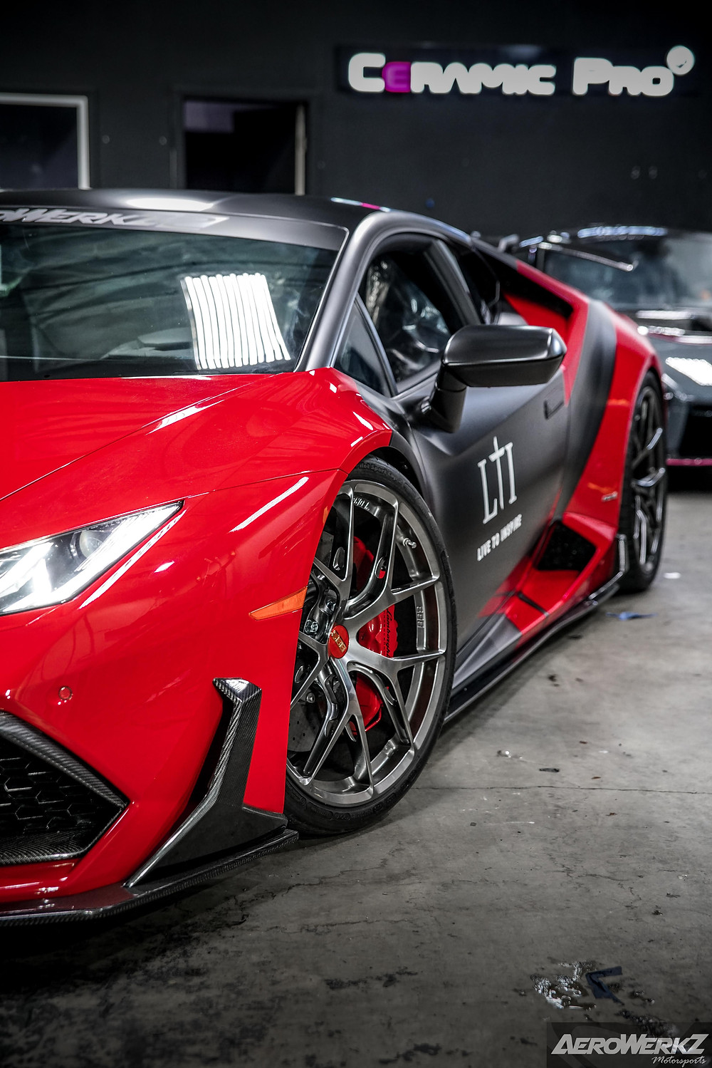 lamborghini huracan with carbon fiber body kit similar to vorsteiner 1016 novitec mansory