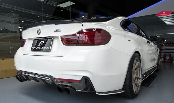 alpine wite bmw F32 440i with quad exhast and aftermarket carbon fiber M-prformanc style rear dffuser, spoiler, side splitters, side skits extensions