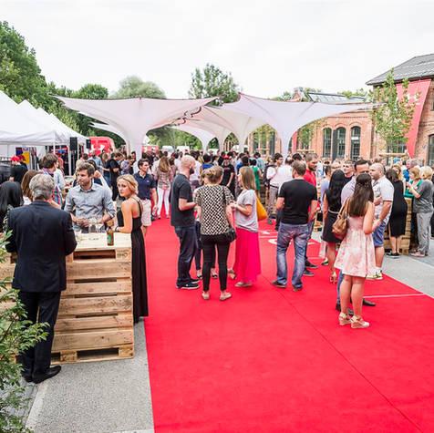Eventschirme mit Design bei einer Veranstaltung