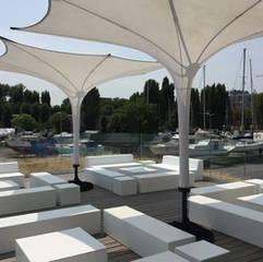 Sonnenschirm für den modernen Loungebereich