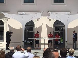 FC Bayern München unter Event-Sonnenschirmen