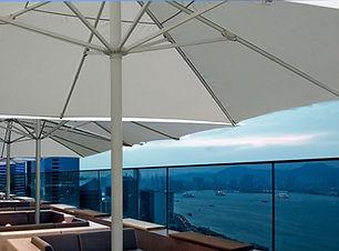 Gastro Sonnenschirme auf Hotel-Terrasse