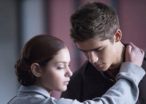 Odeya Rush and Brenton Thwaites in The Giver (2014) 2