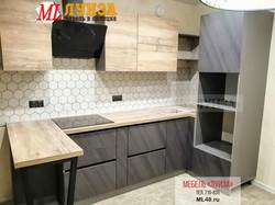 Кухонный гарнитур с барной стойкой. Фасады: пластик Arpa