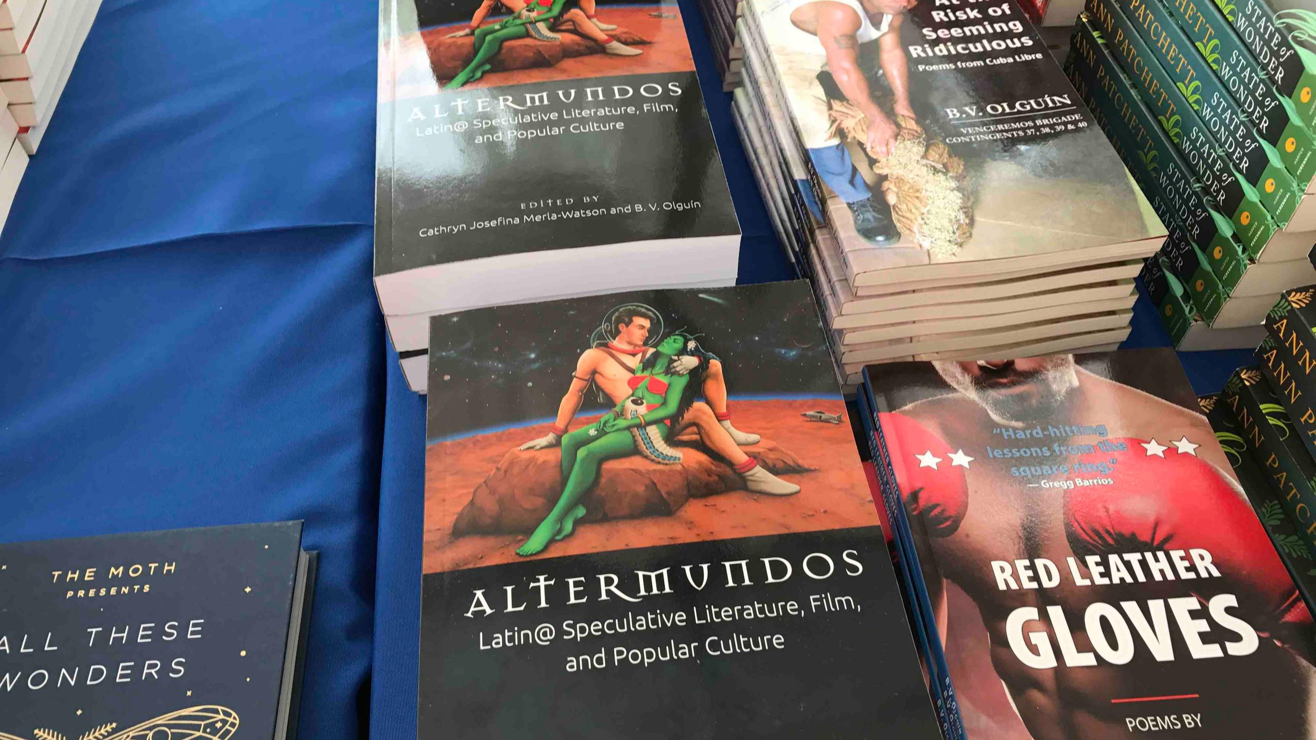 Altermundos the book on sale