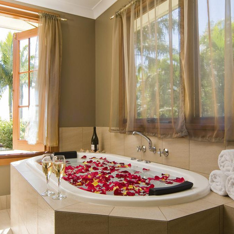 Treat Yourself To A Relaxing Spa Bath